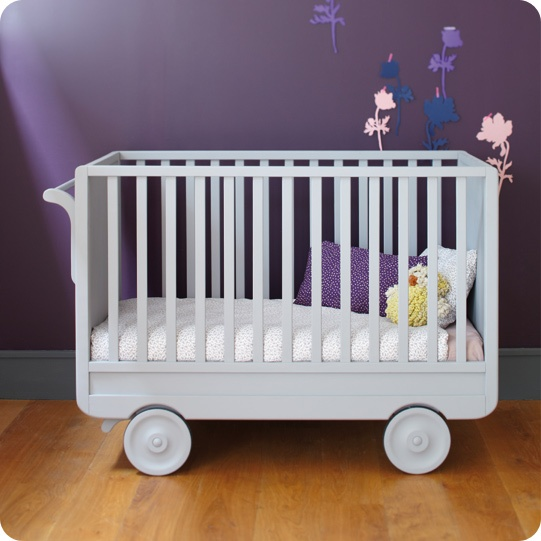 Award winning roulotte convertible cot now in hong kong petit bazaar - Lit roulotte laurette ...